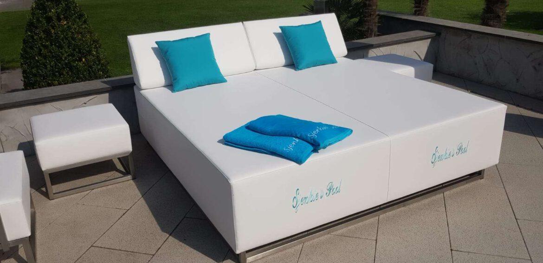 circle outdoor lounger